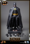 Hot%20Toys_Batman_Batman_PR21