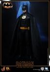 Hot%20Toys_Batman_Batman_PR4